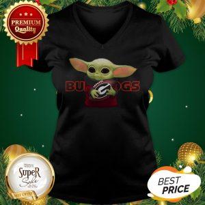 Baby Yoda Hug Georgia Bulldogs Star Wars Mandalorian V-neck